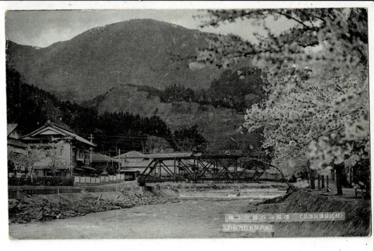 温海川の清流と桜 羽越線温海温泉